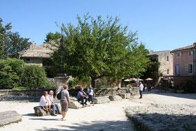 Bild: Dorfplatz Oppéde-le-Vieux, Provence