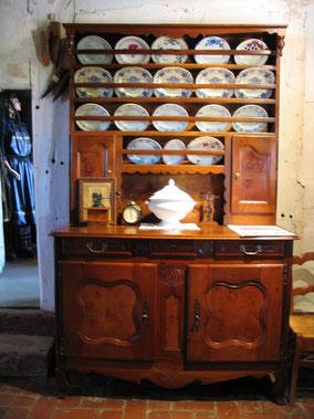 Bild: alter Küchenschrank in der Bresse