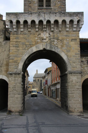 Bild: Le Thor mit Porte de Doubas