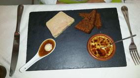Vorspeise: Foie Gras mit Creme Brulèe mit Foie Gras und Lebkuchenähnlichem Brot.