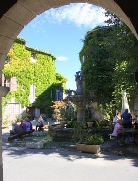Bild: Dorfbrunnen in Saignon