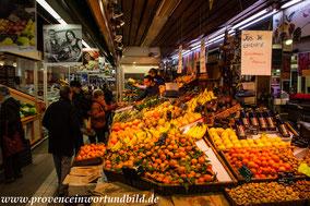 Bild: In den Markthallen von Nimes