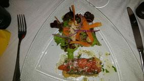 Lachstatar mit einer exellenten Sauce und Salatvariation