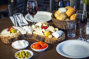 Дегустационный тур по Таормине в маленькой группе. Street Food тур по Таормине, дегустация традиционных сицилийских вин и продуктов в Таормине