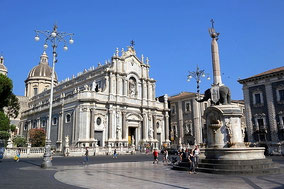 Catania Private Walking Tour from Messina, Catania or Taormina with Food and Wine Tasting