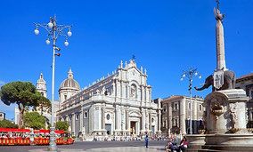 Catania Private Walking Tour from Messina, Catania or Taormina Arancini Tasting