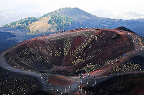 Индивидуальная экскурсия на вулкан Этна с визитом на винодельню на склоне Этны и дегустации вин и обедом на винодельне, частная экскурсия на Этну