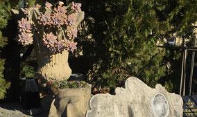 art-funeraire-vase-fleurs-naturelles-artificeilles