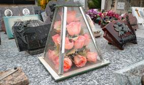 decoration-funeraire-ornement-sepulture-concession-familiale-enterrement