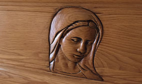 vierge-marie-visage-cercueil-gordes-sculpte