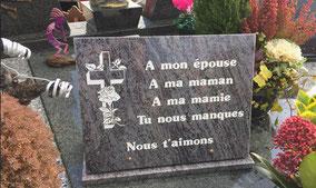 plaque-granit-orion-mass-blue-gravure-blanche-croix-rose