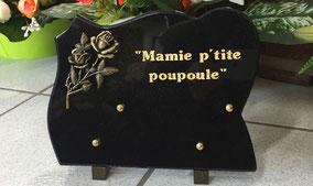 plaque-gravee-funeraire-pieds-gravure-personnalisee-letre-or-fin