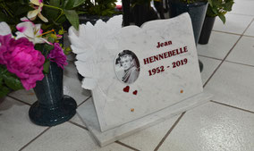 plaque-funerair-marbre-blanc-photoceramique-gravure-rouge-bordeau