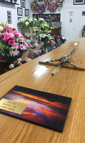 personnalisation-plaque-cercueil-inhumation-cremation