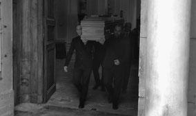 enterrement-eglise-recueillement-religieux-beaumes-de-venuise-84