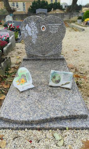 stele-coeur-gravure-monument-funeraire