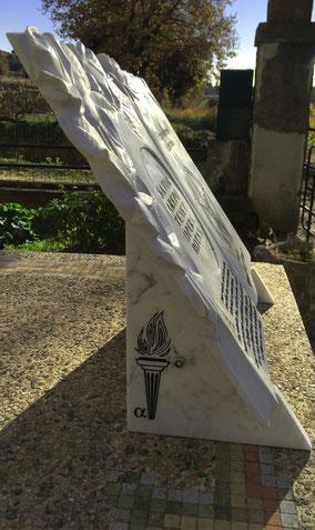 plaque-funeraire-livre-gravure-personnalisee