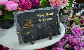 plaque-gravure-bronze-feuille-or-lettres