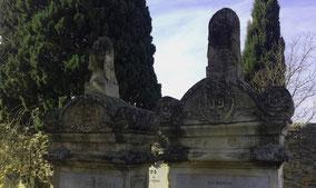 fronton-sculpture-arc-de-cercle-volute-cimetiere-juif