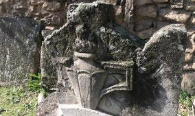 flamme-symbole-funeraire-sculpture-sepulture-art-funeraire