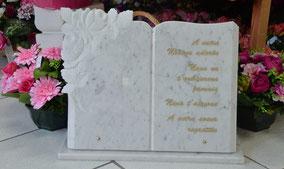 plaque-funeraire-gravure-personnalisee-feuille-or-marbre-rose-noir