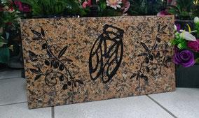 gravure-cigale-branches-olivier-plaque-granit-rose-de-la-clarte-perosnnalisee