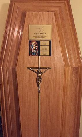plaque-funeraire-cercueil-personnalisee-gravures