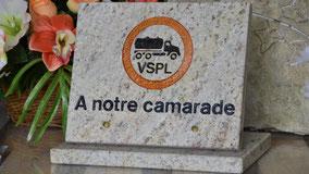 plaque-funeraire-violes-vaucluse-camaret-sur-aigues