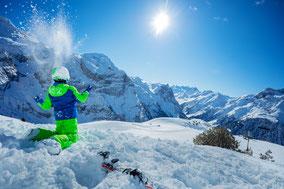Gondeln über Kitzbühel, Bergbahn Kitzbühel, Urlaub mit Kinder, Winterurlaub mit Kinder, Urlaub Vater Sohn