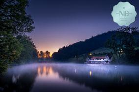 Mystische Morgenstimmungan den Drei Weihern in St. Gallen mit Nebel über dem Wasser
