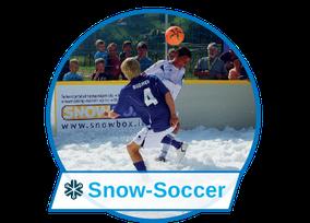 Snow-Soccer ist der Riesenspaß mit Fußball spielen auf Schnee