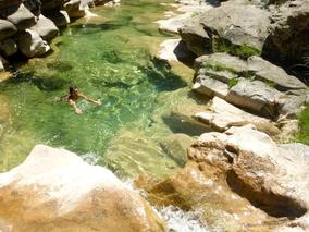sejour zen en aragon sierra de guara bien-etre naturisme marche consciente ressourcement therapies holistiques piscine naturelle