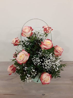 Cesta de rosas (en varios colores a elegir). A partir de 25€