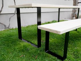 massiver Baumstammtisch in Lärche mit matt schwarzem Kufen-Tischgestell, Maßivholztisch mit matt schwarzem Kufengestell, Maßtisch in Lärche für den Außenbereich, Outdoormöbel Tisch mit Bank als Baumstammtisch, Gartentisch Kufentischgestell