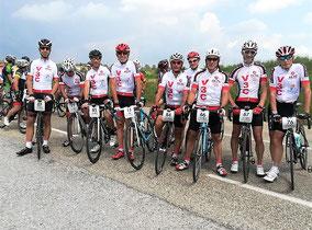 Le Team V3C au départ: même pas peur des gros nuages...!