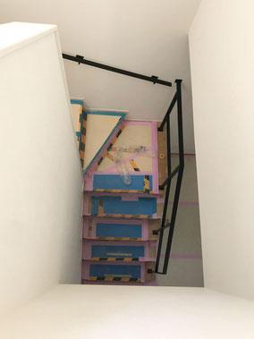 廻り階段吹き抜けにアイアン手すり