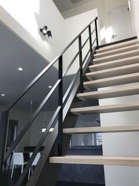 【フラットバー手摺】リビング階段+ストリップ階段+アイアン手すりのコンビネーション!