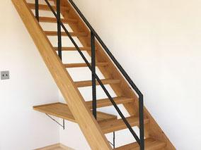 リビング階段をスケルトン階段に!側板取付のスチール手摺が良い感じです!