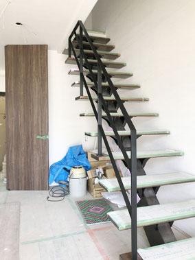 【フラットバー手摺】リビング階段+スケルトン階段+アイアン手摺のコンビネーション!