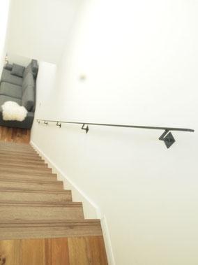 フラットバー!と言う平たい鉄!!階段手すりと壁付け手摺