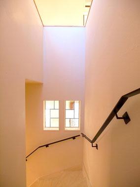 壁付けアイアン手すりが階段の空間をステキにします!