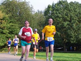 Erhard (links) beim Laufen