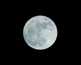 最接近の午後8時20分ごろの月