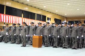 3ヵ月月の訓練を終えた候補生ら。今後、さらなる訓練を受ける=25日午前、那覇駐屯地