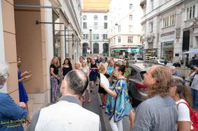 Publikum bei meiner Vernissage am 28. Juli 2020 in der KreativRaumgalerie, Riemergasse 2, 1010 Wien! Danke!