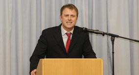 In seinem Vortrag warf NRZ-Redakteur Thomas Rünker einen Blick auf die Katholische Kirche - von Rom bis ins Bistums Essen.
