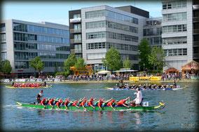 Drachenbootrennen in der Marina