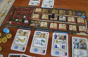 Spielertafel mit Aktionskarten