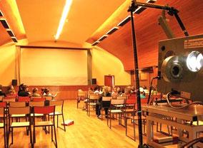 Cinéma dans un préau d'école