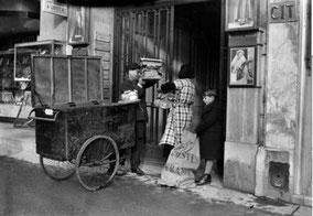 Chariot d'un facteur parisien en 1938 (le même dans les années 50)